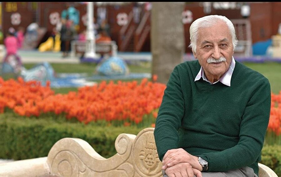 Yavuz Bülent Bâkiler kimdir? 1936'da Sivas'ta dünyaya geldi. 1960'da AÜ Hukuk Fakültesi'nden mezun olduktan sonra Yeni İstanbul gazetesinde çalıştı. TRT Ankara Radyosu'nda kültür programları hazırladı ve sundu. 1969- 75 yılları arasında avukatlık yaptı. Adalet Partisi Sivas İL Başkanlığı yaptı. 1975-76 yıllarında Başbakanlık Toprak ve Tarım Reformu Müsteşarlığı'nda hukuk müşavirliği görevinde bulundu ve 1976-79 yıllarında Ankara Televizyonu'nda çalıştı. Kültür ve Turizm Bakanlığı müsteşar yardımcısı olarak görevlendirildi. 12 Eylül Darbesi'nin ardından müşavir kadrosuna atandı. Başbakanlık müşaviri olarak 1994'te emekli oldu. Hisar dergisi şairleri arasında yer aldı. Uzun süre Tercüman ve Türkiye gazetelerinde köşe yazıları yazdı. Kitaplarından bazıları: Yalnızlık (1962), Duvak (1971), Seninle (1986), Harman (2003), Üsküp'ten Kosova'ya (1979), Türkistan Türkistan (1986).
