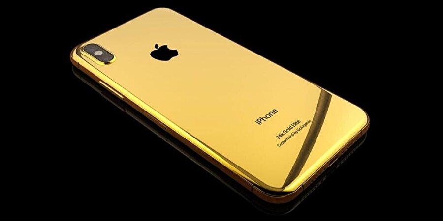 Goldgenie tarafından tasarlanan 24K altın kaplamayla kaplamalı akıllı telefon lüks düşkünü birçok kişinin dikkatini çekiyor.