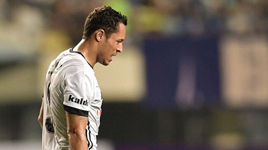 Adriano Atiker Konyaspor karşılaşmasının 40. dakikasında oyundan çıkmıştı.