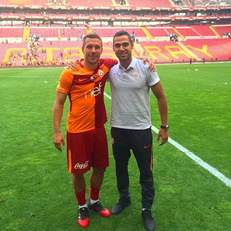 Tuğberk Tanrıvermiş, Lukas Podolski ile de yakından ilgileniyordu.