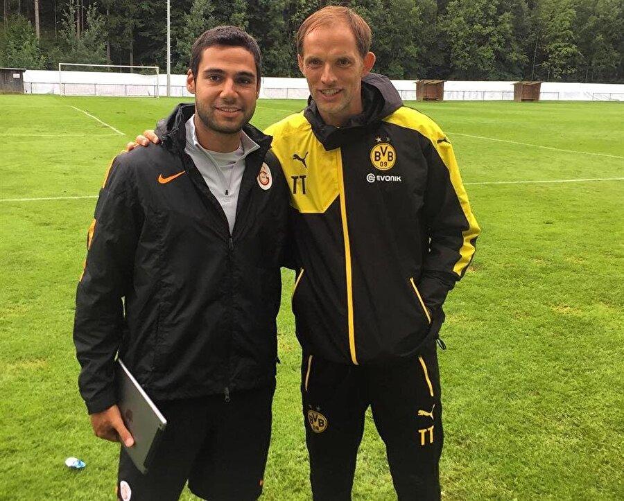 Borussia Dortmund idman ve tesislerini sık sık ziyaret ederek model inceleyen Tuğberk Tanrıvermiş, dönemin teknik direktörü Thomas Tuchel ile birlikte.