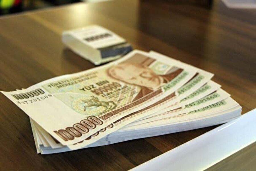 Aican Erdem, toplam 100 adet eski para için 3 bin lira istiyor.