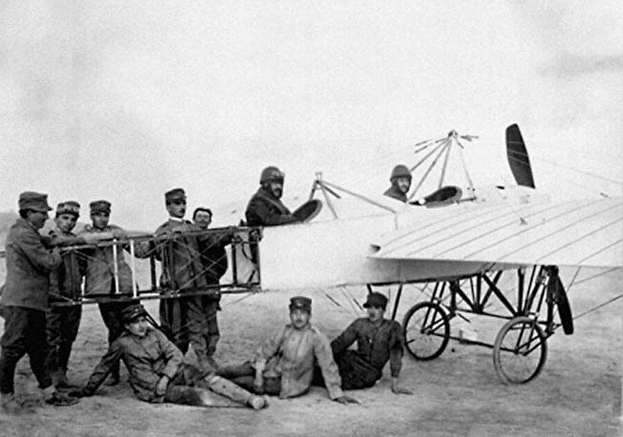 Trablusgarp Savaşı sırasında keşif uçuşu yapan bir savaş uçağı.