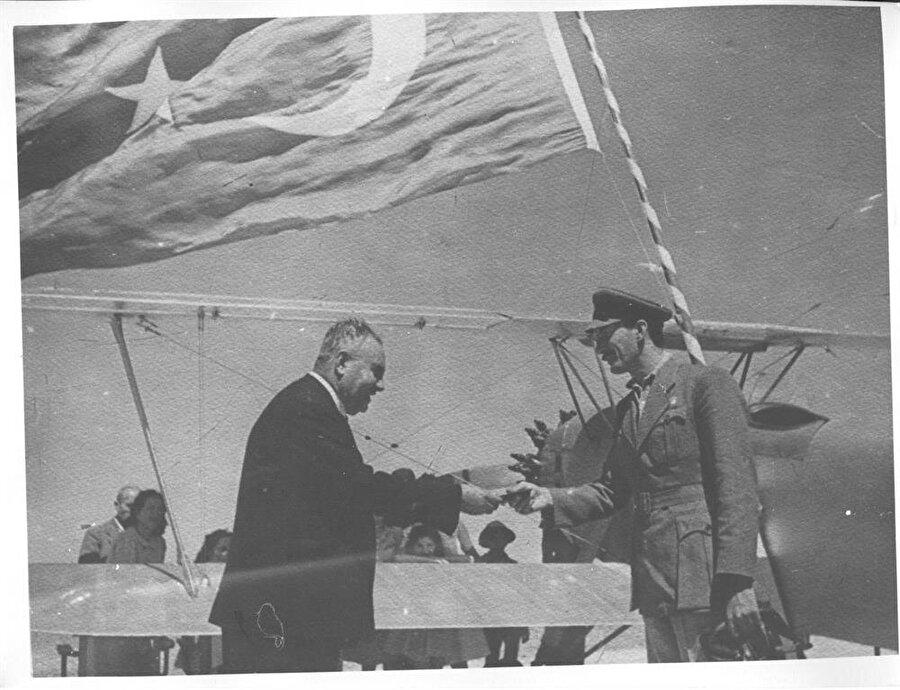Nuri Demirağ, demiryolu projesiyle birlikte memleketi Sivas'ta Çimento Fabrikası, Karabük'te Demir – Çelik Fabrikası, Bursa'da Merinos Tesisleri, Eceabat Havaalanı ve Haliç'in kenarındaki İstanbul Hal Binası'nı inşa ederek başarılı girişimlerine devam etti.
