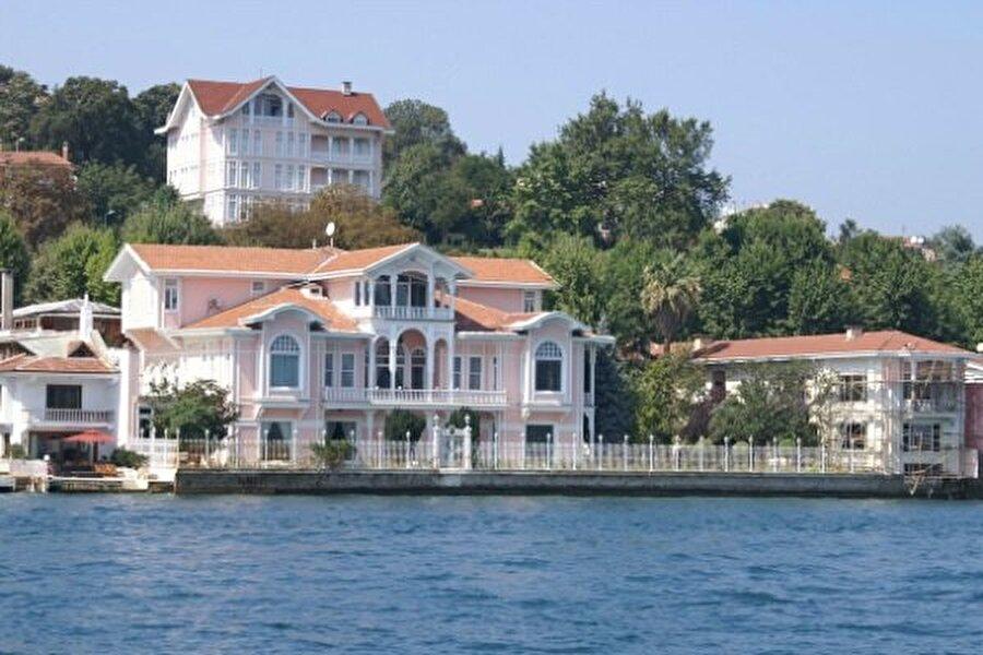 Boğaziçi boyunca uzanan yapılar, yüzyıllardır İstanbulluları ağırlıyor.