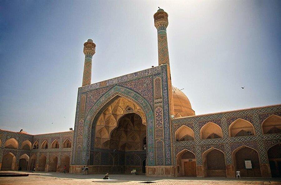 2012 yılından bu yana UNESCO Dünya Kültür Mirası Listesi'nde bulunan cami, 11. yüzyılın sonlarında inşa edilen Selçuklu Cami.
