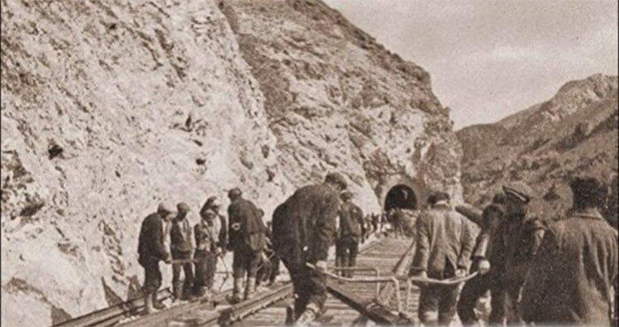 Samsun-Sivas demiryolu hattının inşasının 7 kilometrelik demiryolu ihalesi, 210 bin lira gibi düşük bir fiyat öneren Nuri Demirağ'a verildi.