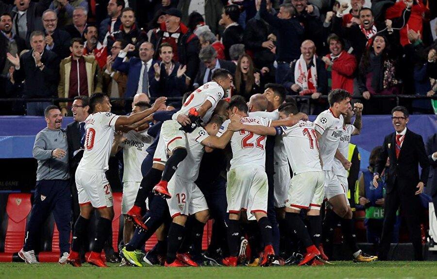 Şsampiyonlar Ligi E Grubu'nda Sevilla ile Liverpool 3-3 berabere kaldı.