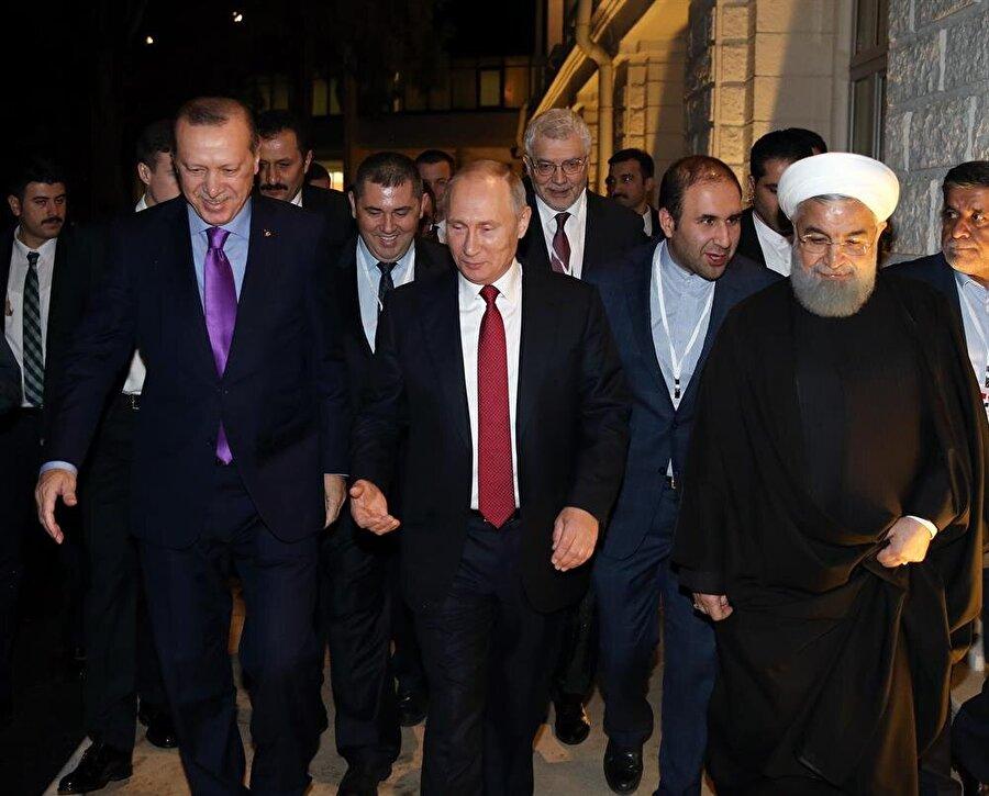 Cumhurbaşkanı Erdoğan ve İran Cumhurbaşkanı Ruhani, toplantıya Soçi'de ev sahipliği yapmasından ötürü Rusya Federasyonu Devlet Başkanı Putin'e içten teşekkürlerini sundu.