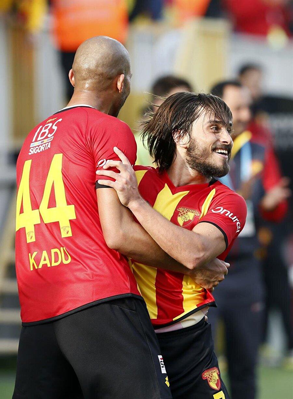 Göztepe, Akhisar'ı 2-0'la geçti.