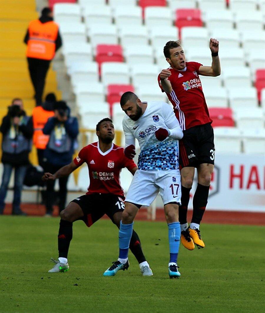 Trabzonspor deplasmanda Sivasspor'u 2-1 mağlup etti. (Fotoğraf: AA)