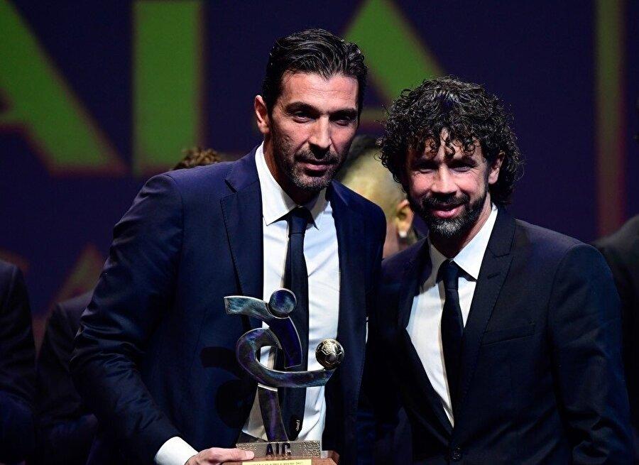 Sezon sonunda futbolu bırakacak olan Buffon bir kez daha onurlandırıldı.