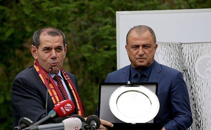 Fatih Terim, Galatasaray'ın başına geçeceği yönündeki haberleri net bir dille yalanladı.