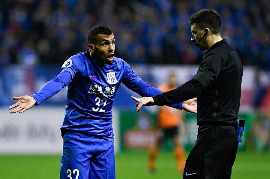 Ünlü futbolcu kariyerine Çin Ligi'nde devam etmek istemiyor.