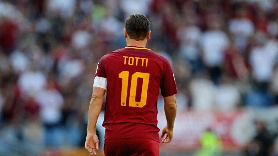 Totti futbolu bıraktıktan sonra aylarca kendine gelemediğini söyledi.
