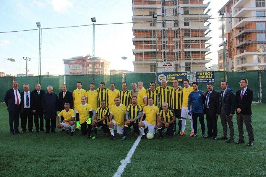 Fenerbahçe ve Edirnespor'un eski futbolcuları dostluk maçında karşılaştı.