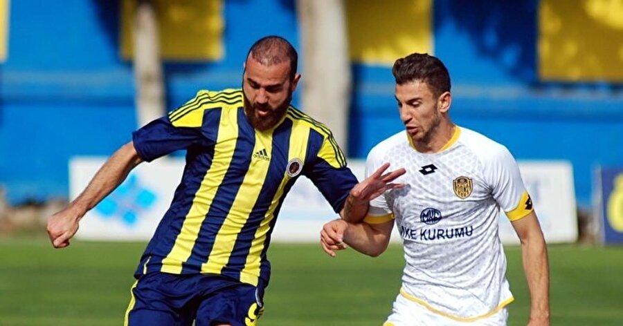 Menemen Belediyespor formasıyla 25 maça çıkan Gökhan Ünal 8 gol kaydetmişti.