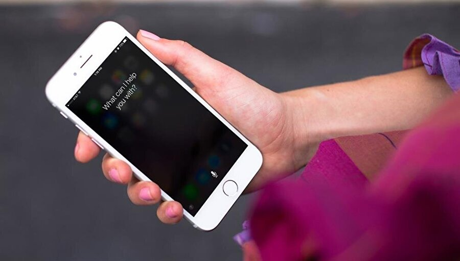 Apple'ın başarılı kişisel asistanı Siri, beş yılı aşkın süredir yapay zeka desteğiyle her geçen gün daha fazla yeni veri elde ederek kendini geliştiriyor.
