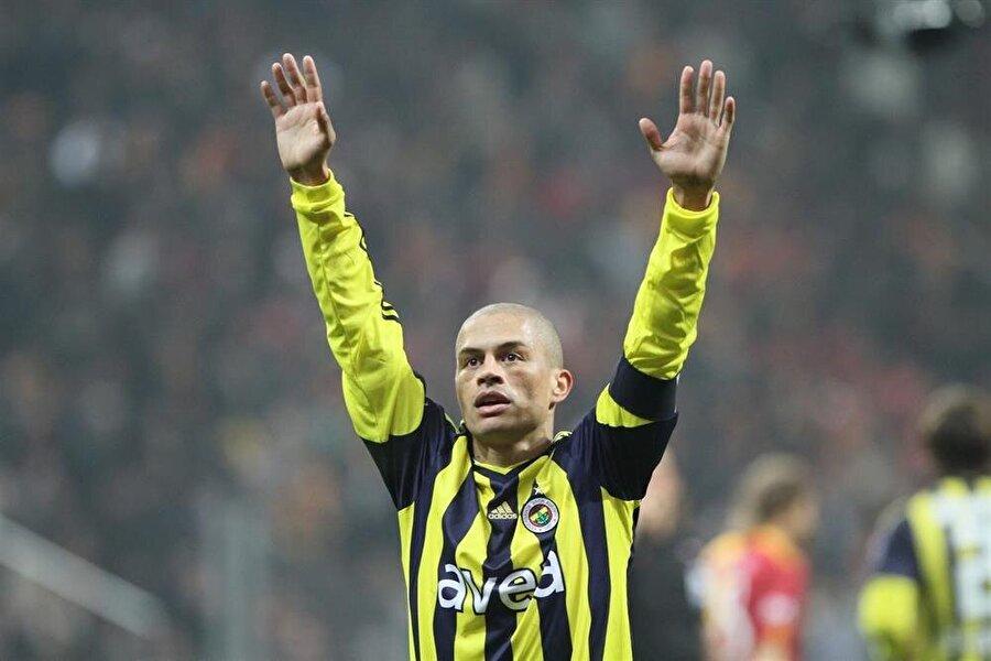 Fenerbahçeli taraftarlar Kaptan'ın attığı goller kadar O'nun gülümsemesini de özledi.