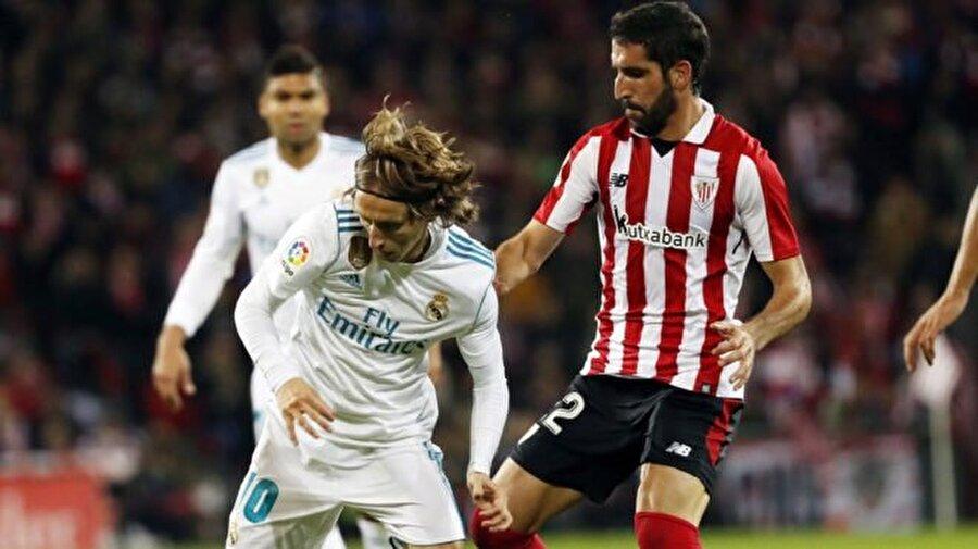 Real Madrid deplasmandan 1 puanla döndü.