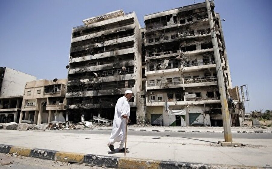 Libya'da çatışmalarda hasar gören bir hastane.