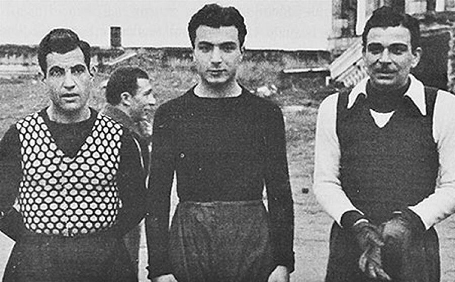 Soldan sağa; Hakkı Yeten, Memduh Ün, kaleci Mehmet Ali. (Şeref Stadı)