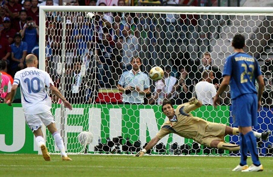 Zidane final maçının 6. dakikasında takımını 1-0 öne geçirmişti.