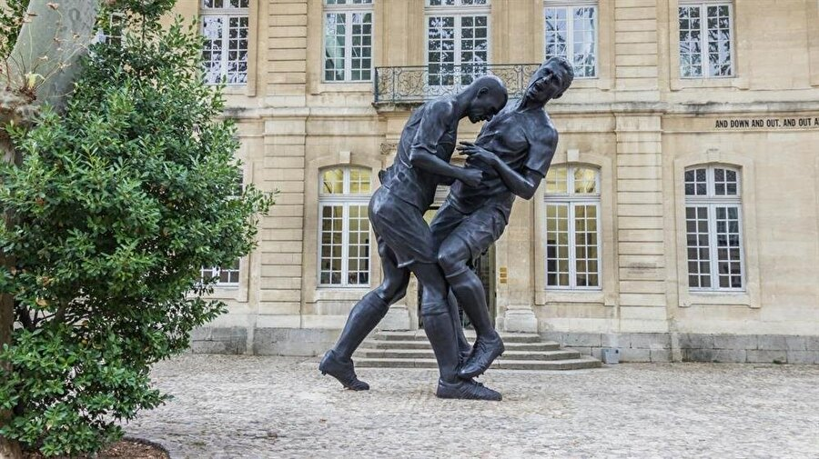 Dünya Kupası tarihine geçen bu olayın 2012 yılında heykeli yapıldı.