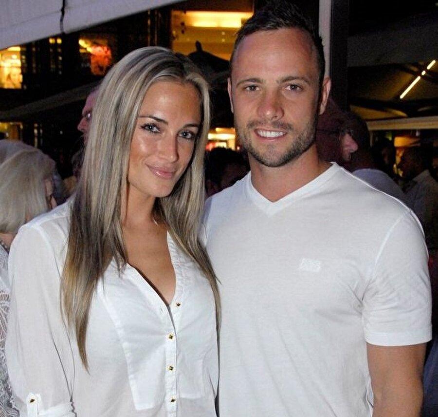 Oscar Pistorius genç kadını öldürdükten sonra eve bir hırsız girdiğini düşündüğü için silahına davrandığını belirtmişti.