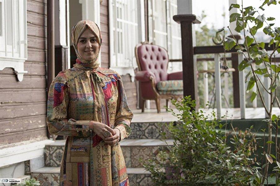 Nilhan Osmanoğlu, 1987 İstanbul'da doğdu.