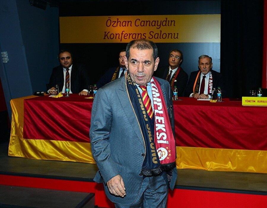 Dursun Özbek, Altaylı'nın açıklamalarının ardından yeniden kürsüye çıktı. (Fotoğraf: İHA)
