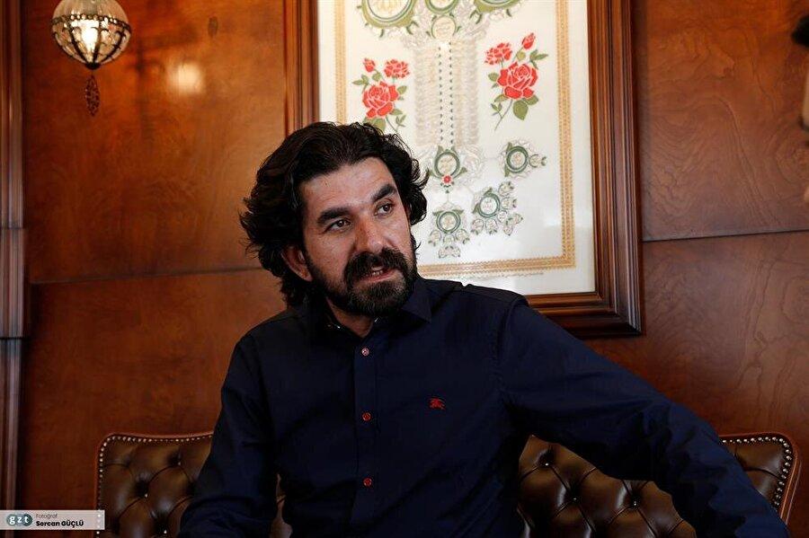Serdar Tuncer, konferansları, şiir dinletileri ile kendine özgü programlar hazırlamaya devam ediyor.