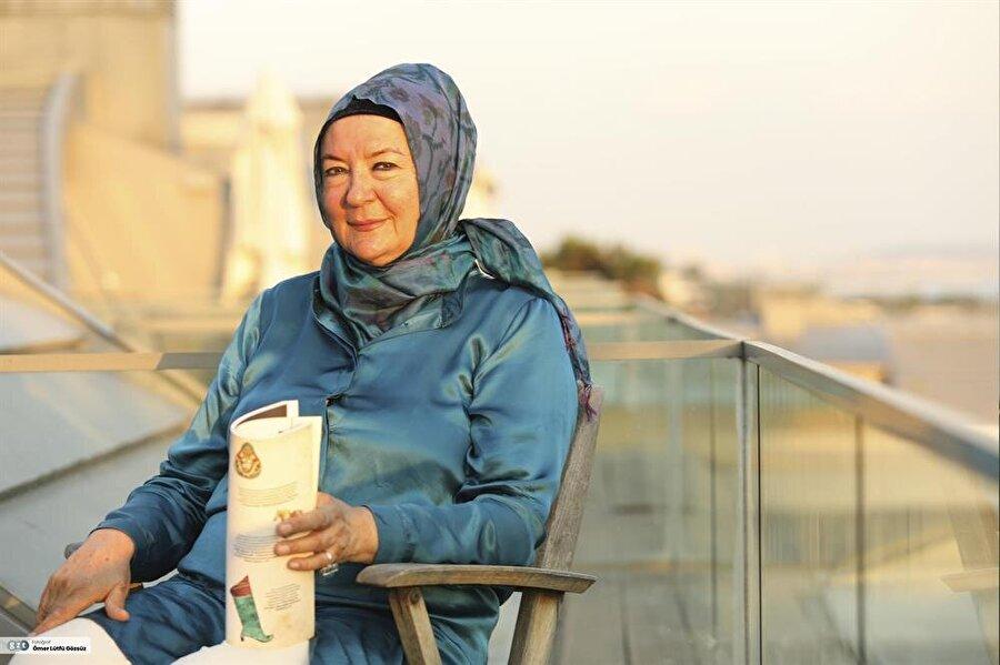 16 Aralık 1946 tarihinde, İstanbul'da doğdu.