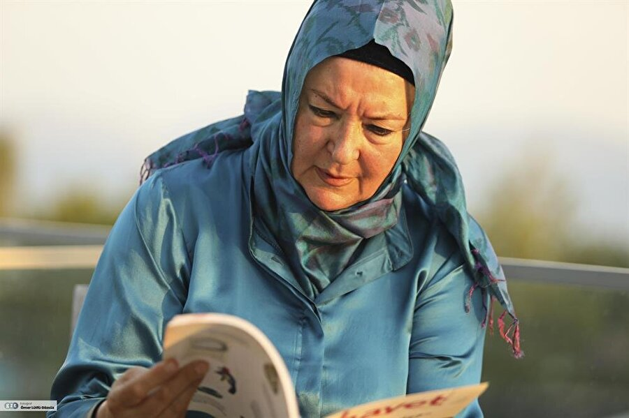 Babası ünlü düşünür ve sosyolog Cemil Meriç, annesi ise tarih öğretmeni Fevziye Meriç'tir.