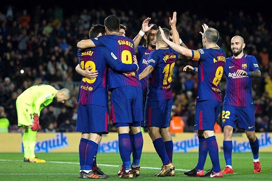 Barcelona sahasında Deportivo'ya şans vermedi.