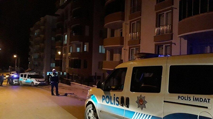 Polis ekipleri olay yerine gelene kadar hırsız kaçarak uzaklaştı.