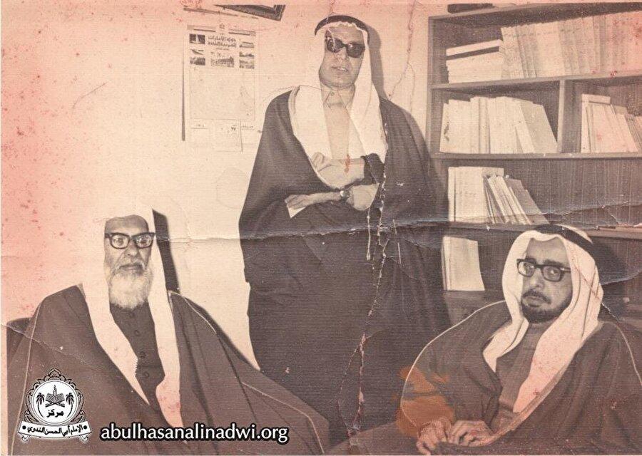 Başta Râbıtatü'l-âlemi'l-İslâmî ve Centre Islamique de Geneve olmak üzere pek çok kuruluşta başkanlık ve yöneticilik yaptı.