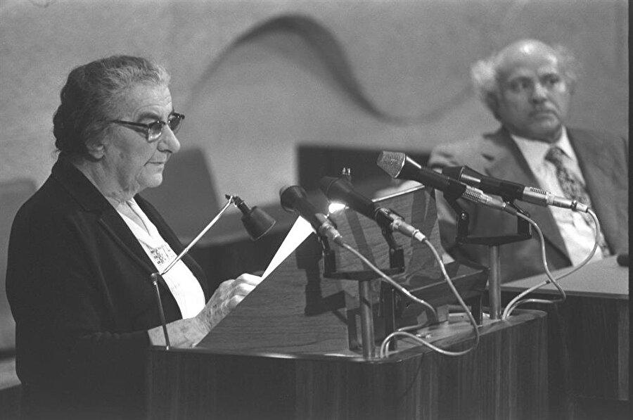 Golda Meir, 10 Mart 1969'da ülkesinin ilk, dünyanın üçüncü kadın başbakanı olarak göreve başladı.