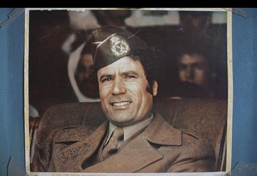 Özgür Subaylar Hareketi, 1 Eylül 1969'da Kral İdris'i devirdi ve Libya'nın kontrolünü ele geçirdi.