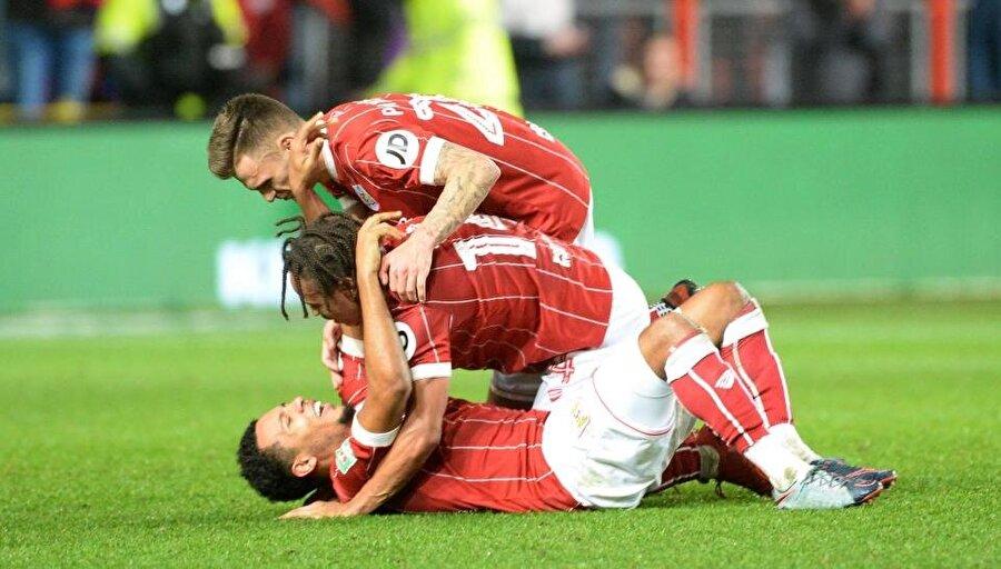 Bristol City, Manchester United'ı 2-1 mağlup etti.