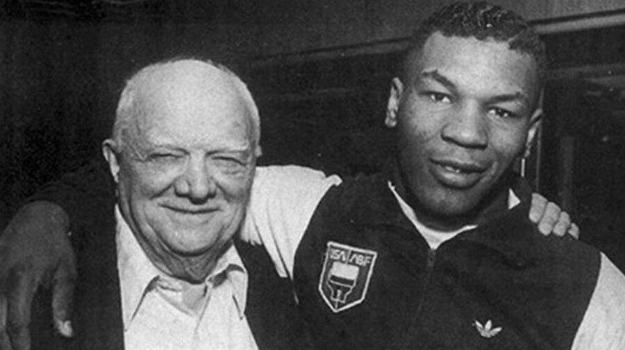 Mike Tyson ve Cos d'Amato