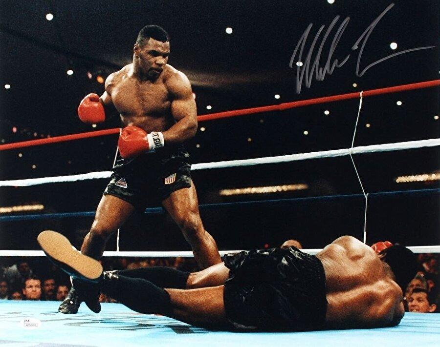 Mike Tyson-Trevor Berbick maçından...