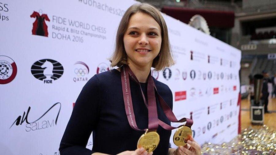 Anna Muzychuk unvanını kaybetmeyi göze aldı.