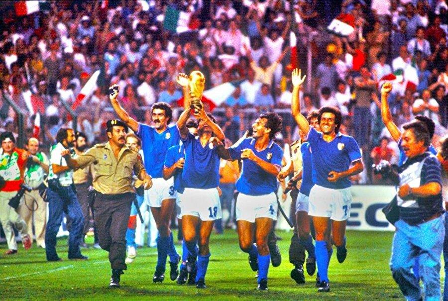 1982 Dünya Kupası'nı kazanan İtalya Milli Takımı
