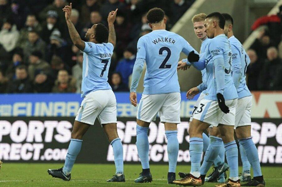 Manchester City şampiyonluk yürüyüşünü sürdürüyor.