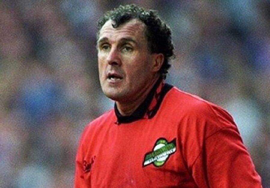 John Burridge 28 yıllık kariyerinde 29 ayrı kulüpte forma giydi.