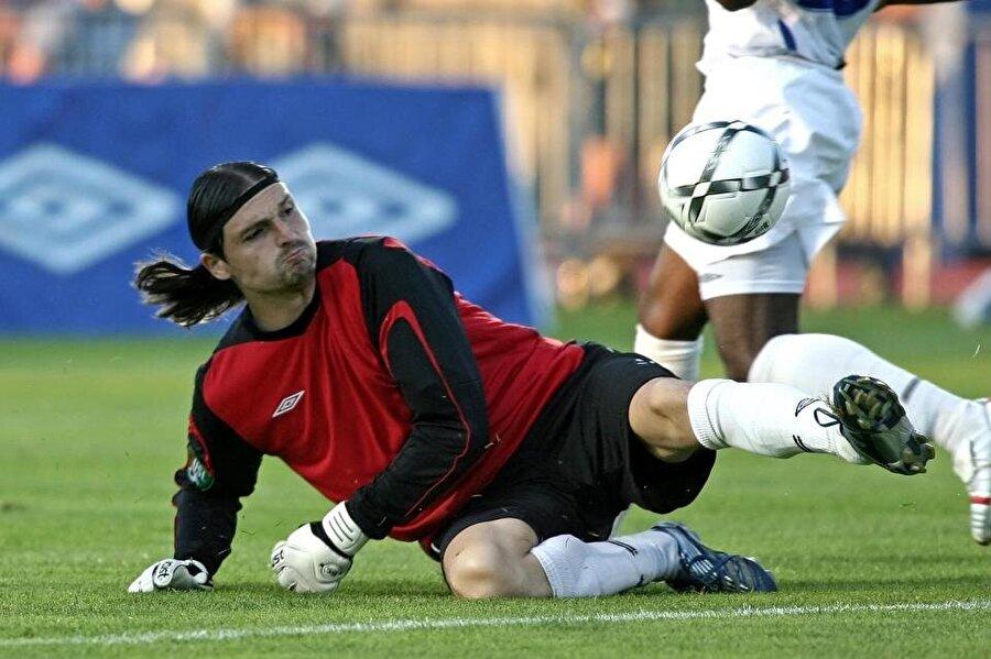 Lutz Pfannenstiel, altı kıtada da futbol oynadı.