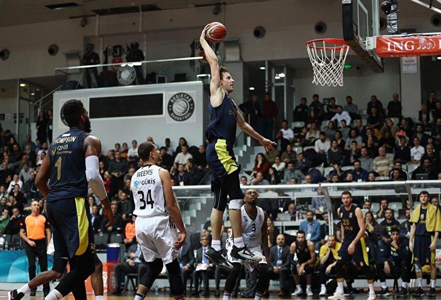 Fenerbahçe Doğuş ligin son derbisini kazandı.
