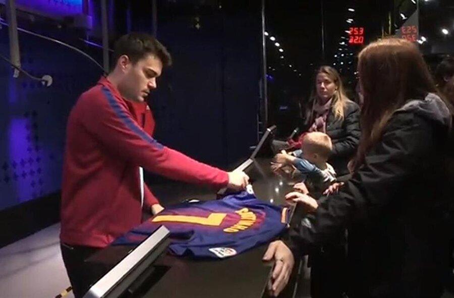 Barcelona Coutinho formalarını 7 numara basarak satıyor.