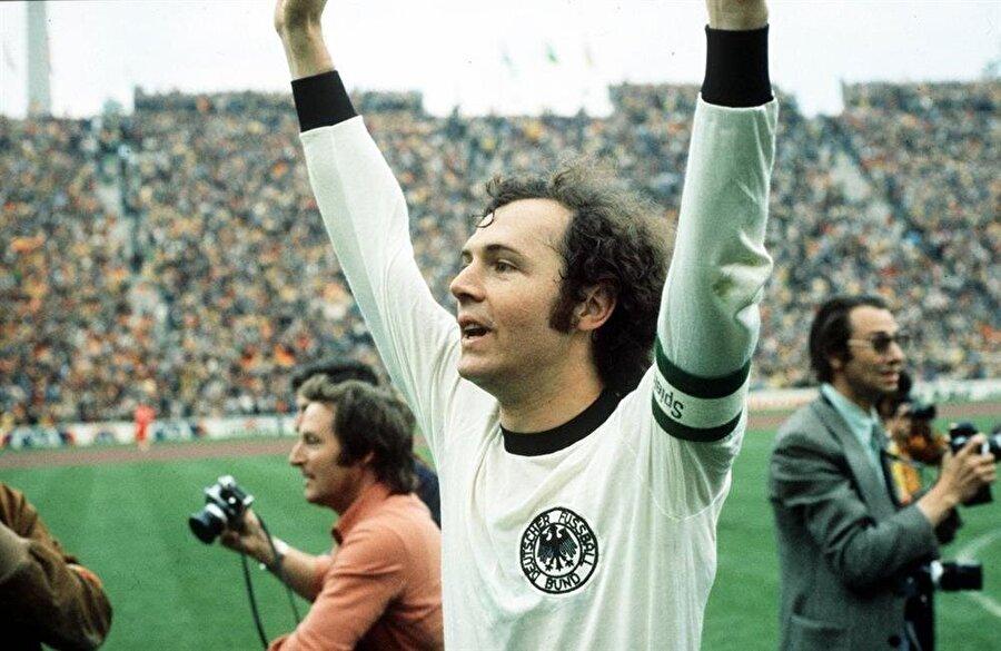 """""""Kaiser"""" lakaplı efsane futbolcu Franz Beckenbaeur"""